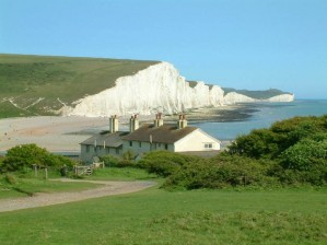 Seven_Sisters_cliffs_and_the_coastguard_cottages,_from_Seaford_Head_showing_Cuckmere_Haven_(looking_east_-_2003-05-26)_0